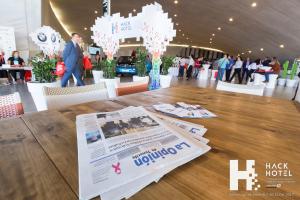 Ambiente en el hall del Auditorio de Tenerife y Zona Expo de HackHotel 2017